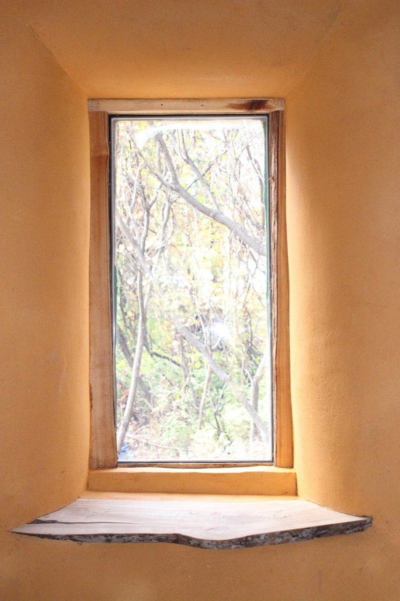 Earth plaster (spanish gold ochre) and window details
